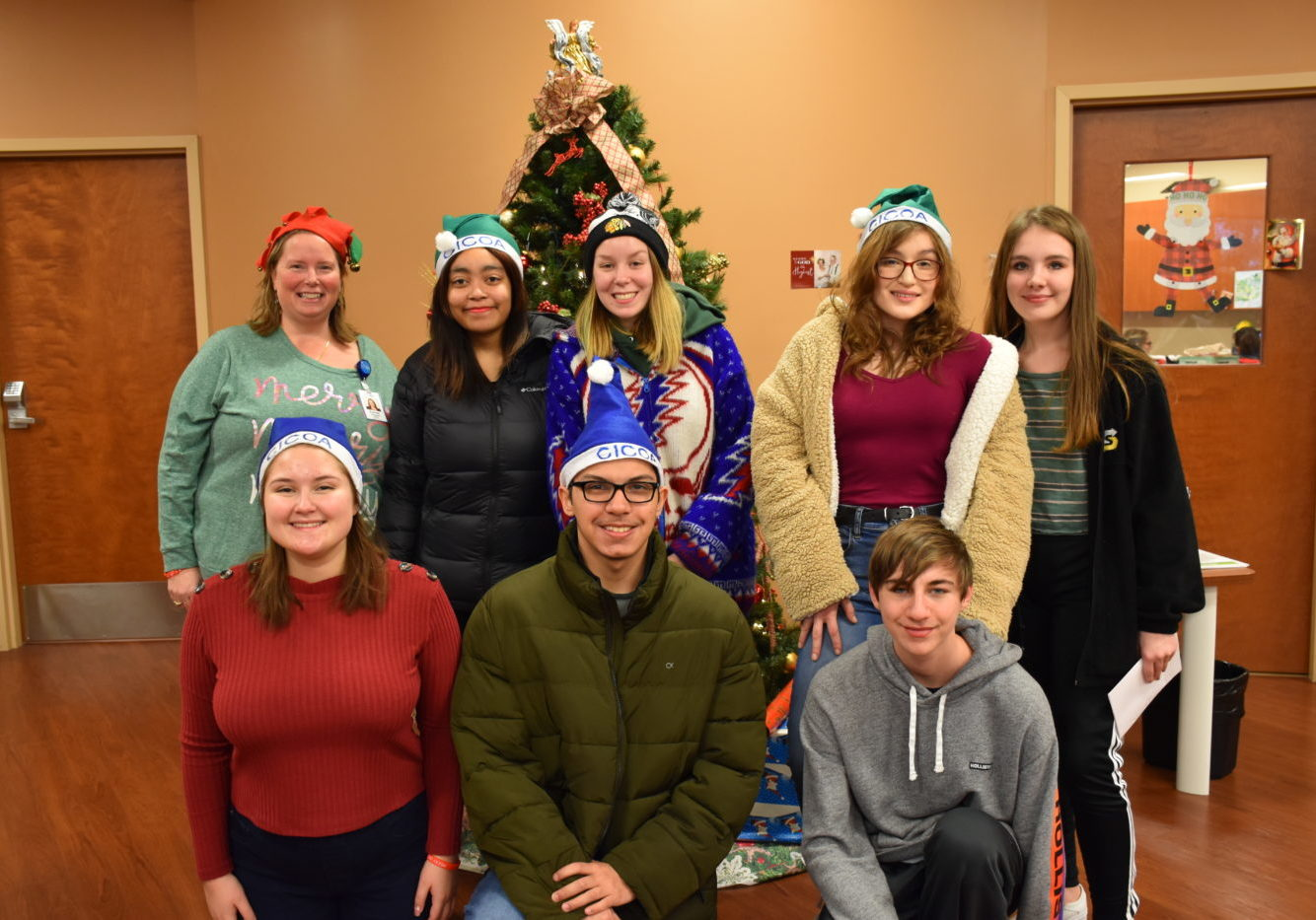 Zionsville High School Students Deliver Holiday Totes to Seniors